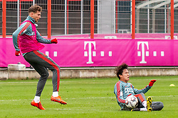 14.03.2019, Säbener Strasse, Muenchen, GER, 1. FBL, FC Bayern Muenchen vs 1. FSV Mainz 05, Training, im Bild v.l. Leon Goretzka (FC Bayern), Wooyeong Jeong (FC Bayern) // during a trainings session before the German Bundesliga 26th round match between FC Bayern Muenchen and 1. FSV Mainz 05 at the Säbener Strasse in Muenchen, Germany on 2019/03/14. EXPA Pictures © 2019, PhotoCredit: EXPA/ Lukas Huter