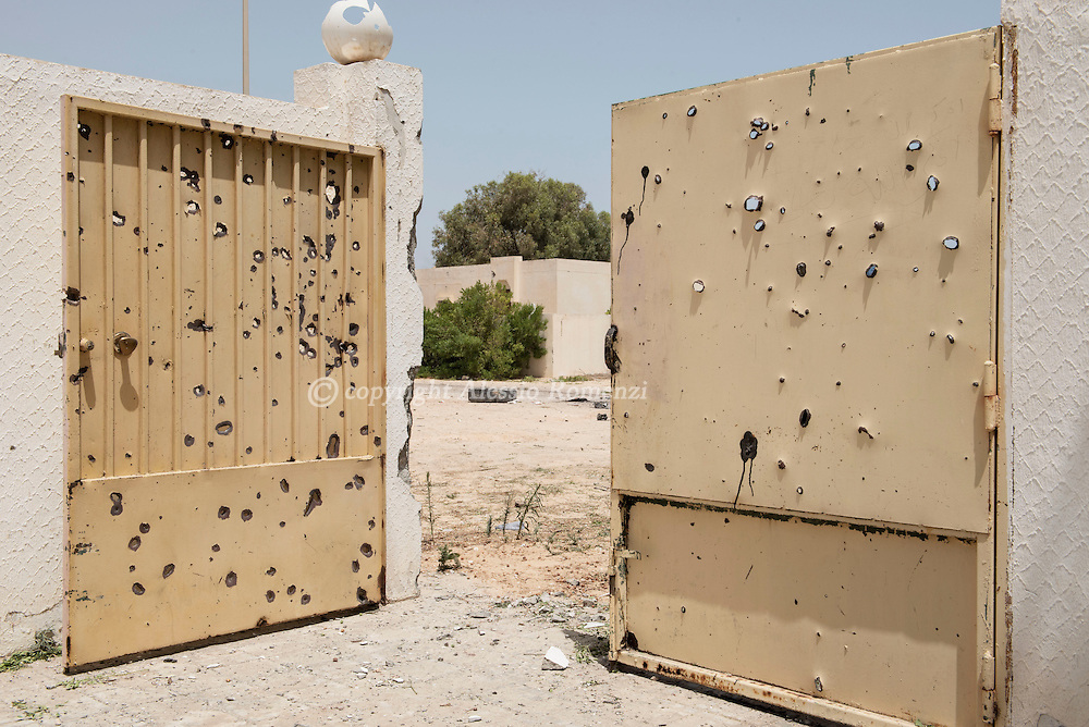 Libya: riddled by gunshots gate in 700 neighbourhood in Sirte. Alessio Romenzi