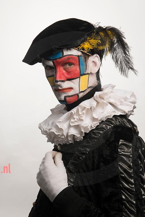 The Netherlands, nederland, 04 dec2015 Na de discussie over zwarte piet een nieuwe verschijning in Nederland: de Mondriaan Piet / Piet Mondriaan. As a result of the discussion in the Netherlands about' 'zwarte Piet'/ the black face helper of Sinterklaas there is a new phenomenen : Piet Mondriaan / Mondriaan Piet (after the famous dutch Painter)  Photo: Cees Elzenga/Hollandse-Hoogte
