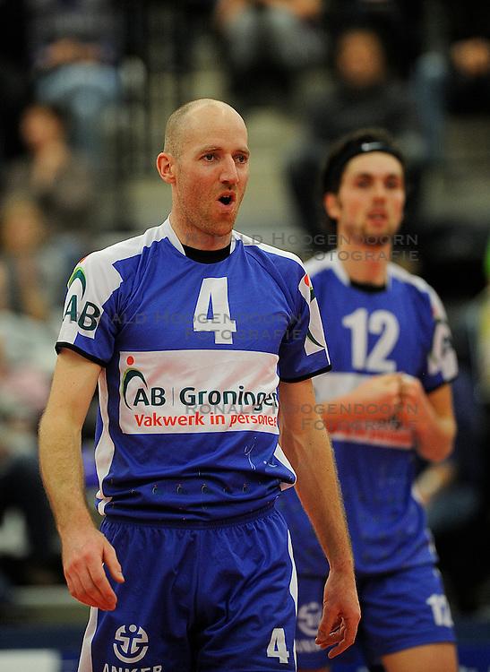 12-02-2011 VOLLEYBAL: AB GRONINGEN/LYCURGUS - DRAISMA DYNAMO: GRONINGEN<br /> In een bomvol Alfa-college Sportcentrum werd Dynamo met 3-2 (25-27, 23-25, 25-19, 25-23 en 16-14) verslagen door Lycurgus / Ernst Zijlstra (#4)<br /> ©2011-WWW.FOTOHOOGENDOORN.NL