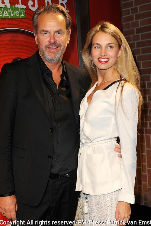 Premiere theatervoorstelling Baantjer in het De LaMar theater, Amsterdam.<br /> <br /> Op de foto:  Bert Kuizenga  met zijn dochter