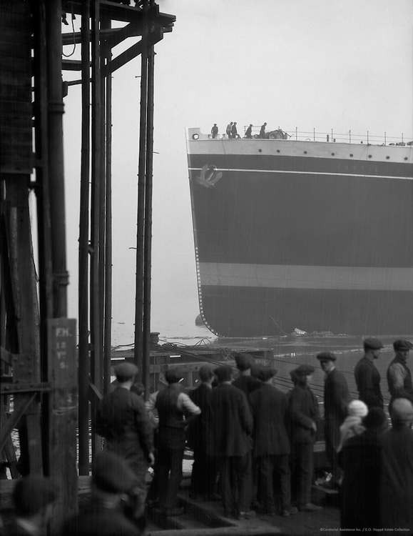 Workers Observing Ship, Swan Hunter & Wigham Richardson Shipyard, England, 1928