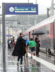 14.09.2015, Hauptbahnhof Salzburg, AUT, Fluechtlinge am Hauptbahnhof Salzburg auf ihrer Reise nach Deutschland, im Bild ein Flüchtling auf dem Weg zu einem Zug nach Muenchen // a refugee on the way to a train to Munich. Thousands of refugees fleeing violence and persecution in their own countries continue to make their way toward the EU, Main Train Station, Salzburg, Austria on 2015/09/14. EXPA Pictures © 2015, PhotoCredit: EXPA/ JFK