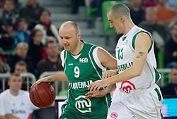 Jure Zdovc in Gregor Hafnar na Dnevu slovenske kosarke, on January 2, 2011 in Arena Stozice, Ljubljana, Slovenia.  (Photo By Vid Ponikvar / Sportida.com)