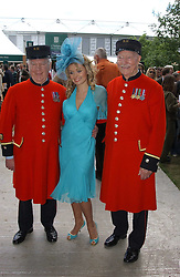KATHERINE JENKINS with Chelsea pensioners at the 2005 RHS Chelsea Flower Show on 23rd May 2005<br />