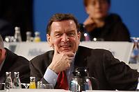 """10 MAR 2002, MAGDEBURG/GERMANY:<br /> Gerhard Schroeder, SPD, Bundeskanzler, gemeinsamer Parteitag der ostdeutschen SPD Landesverbaende unter dem Motto:""""Richtung Zukunft. Politik fuer Ostdeutschland."""", Hotel Maritim<br /> IMAGE: 20020310-01-052<br /> KEYWORDS: Party congress, Gerhard Schröder"""