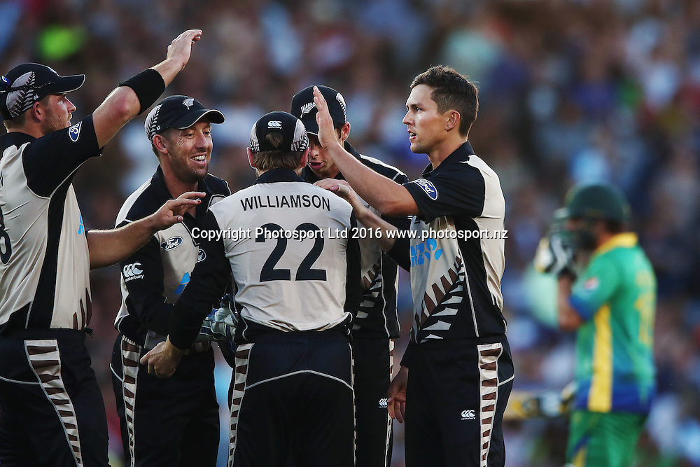 Trent Boult of New Zealand celebrates his wicket of Shahid Afridi of Pakistan. ANZ International Series, Twenty-20 Match between New Zealand Back Caps and Pakistan at Eden Park in Auckland, New Zealand. 15 January 2016. Photo: Anthony Au-Yeung / www.photosport.nz