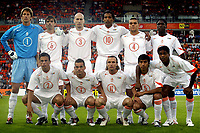 Fotball<br /> Treningskamp<br /> Nederland v Belgia<br /> 29. mai 2004<br /> Foto: Digitalsport<br /> NORWAY ONLY<br /> Lagbilde Nederland<br /> Bak fra venstre: van der sar , cocu , stam , van hooijdonk , bouma en seedorf. <br /> Foran fra venstre: heitinga , sneijder , zenden , van bronckhorst en kluivert