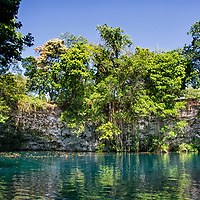 Laguna Dudú. En el municipio de Cabrera, provincia María Trinidad Sánchez, hay una de las mayores riquezas ecoturísticas de la zona: Laguna Dudú. Sus aguas frías, de color turquesa, atraen a los visitantes y a los amantes del espeleobuceo, que es la práctica de bucear en cuevas, grutas o cavernas. Se trata de una refrescante laguna con la forma de un cráter que invita a disfrutar del ecoturismo de la región norte del país. In the municipality of Cabrera, province María Trinidad Sánchez, there is one of the greatest ecotourism riches in the area: Laguna Dudú. Its cold, turquoise waters attract visitors and cave diving lovers, which is the practice of diving in caves, grottos or caverns. It is a refreshing lagoon with the shape of a crater that invites you to enjoy ecotourism in the northern region of the country