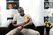 Usain Bolt mit FIFA World Cup Trophy