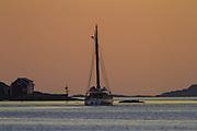 Old boat in the sea summers night, passing by Flåvær, Norway | Gammel båt som passerer Flåvær en sommernatt