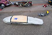De Cygnus van Jan van Steeg, de fiets wordt nog beschermd tegen valschade met karton. Het Nederlandse team van Cygnus test op de testbaan van de RDW in Lelystad de fiets waarmee ze een record willen gaan rijden.<br /> <br /> Jan van Steeg's Cygnus. The bike is still protected against damages with cardboard. Team Cygnus is testing their bike to break the world record at the test track in Lelystad.