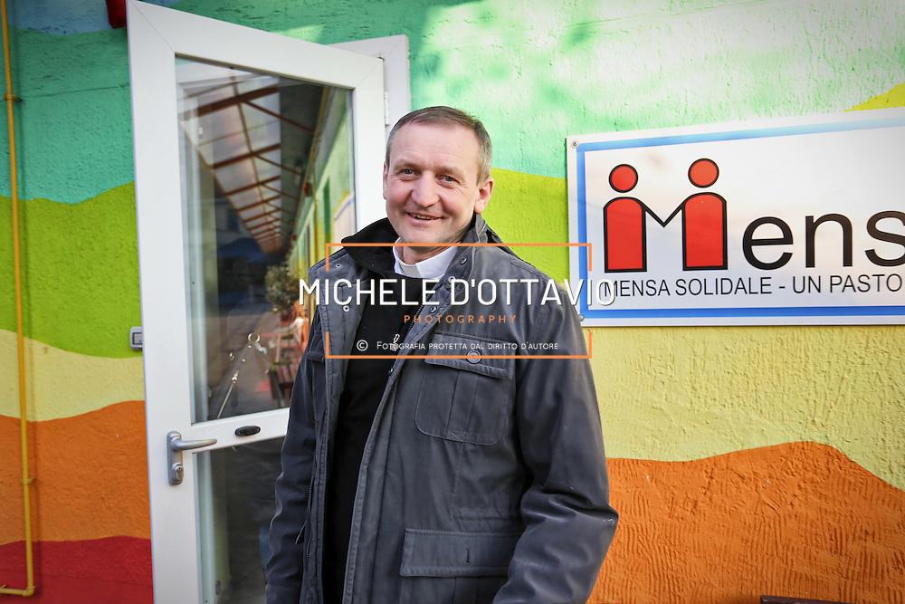 Don Angelo Zucchi Parrocchia San Giovanni Cafasso, in borgo Vittoria. Periferia Torino nord