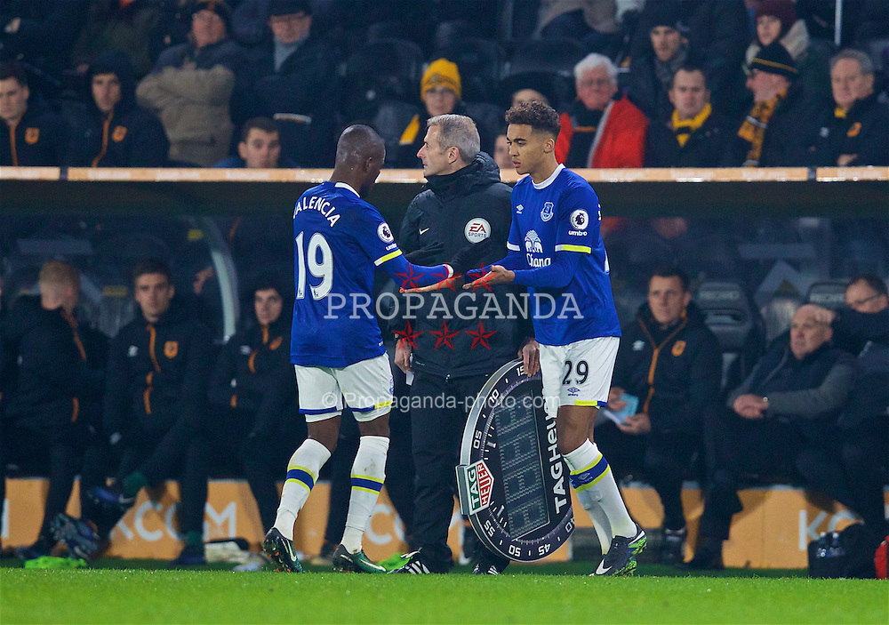 KINGSTON-UPON-HULL, ENGLAND - Friday, December 30, 2016: Everton's substitute Dominic Calvert-Lewin replaces Enner Valencia during the FA Premier League match against Hull City at the KCOM Stadium. (Pic by David Rawcliffe/Propaganda)