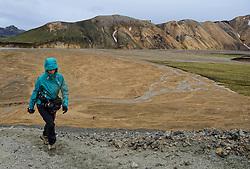 05-07-2014 NED: Iceland Diabetes Challenge dag 1, Landmannalaugar <br /> Vandaag ging de challenge van start. Met een bus gingen we van Vogar naar Landmannalaugar en zagen we de eerste tekenen van het prachtige landschap van IJsland / Femke