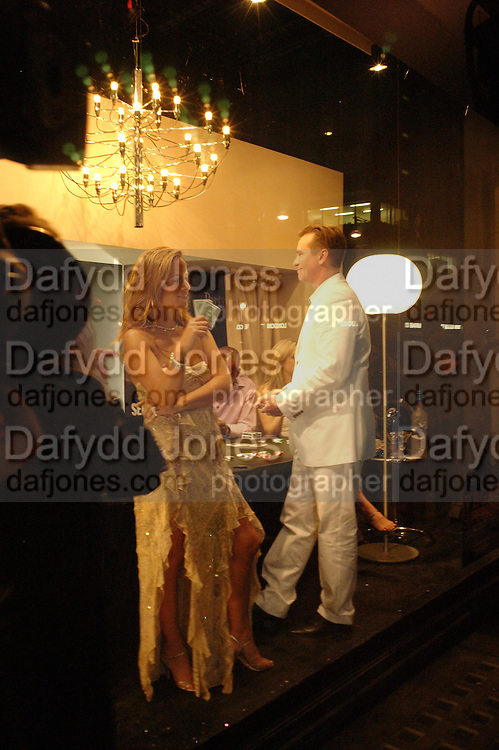 Val Kilmer and Jade Jagger  in the Selfridges storefront window.  . PARTYPOKER.COM masterclass hosted by poker author Tony Holden. Ultra Lounge, Selfridges. 11 May 2005. ONE TIME USE ONLY - DO NOT ARCHIVE  © Copyright Photograph by Dafydd Jones 66 Stockwell Park Rd. London SW9 0DA Tel 020 7733 0108 www.dafjones.com