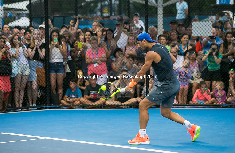 RAFAEL NADAL (ESP), Training,Zuschauer,Fans hinter Drahtzaun ,<br /> <br /> Tennis - Brisbane International  2017 - ATP -  Pat Rafter Arena - Brisbane - QLD - Australia  - 2 January 2017. <br /> &copy; Juergen Hasenkopf