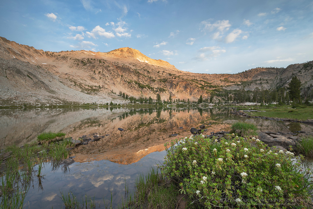 Twin Lake and Snowyside Peak, Alice-Toxaway Lakes Loop Trail Sawtooth Mountains