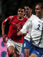 Fotball<br /> Foto: BPI/Digitalsport<br /> NORWAY ONLY<br /> <br /> 13/10/2004<br /> <br /> Azerbaijan / Azerbajan v England<br /> <br /> World Cup Qualifier, Tofiq Berhamov Stadium<br /> <br /> Jermaine Jenas shows determination during a rare England start