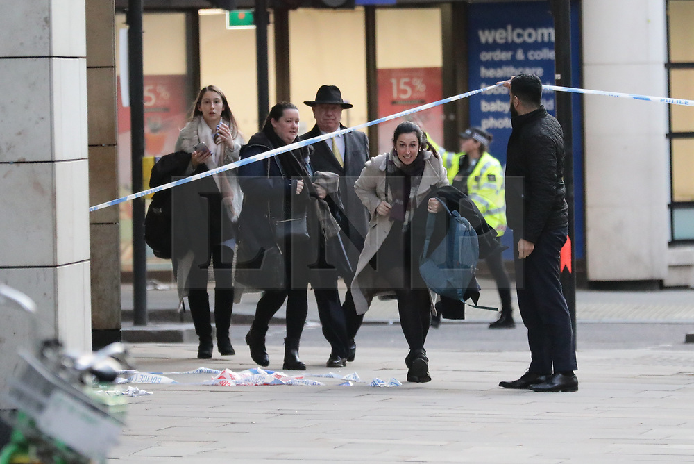 © Licensed to London News Pictures. 29/11/2019. London, UK. Police at the scene of an incident on London Bridge. There are early reports of a possible shooting. Photo credit: Rob Pinney/LNP