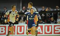 Handball EM Herren 2010 Hauptrunde Deutschland - Frankreich 24.01.2010 Guillaume Joli (FRA) jubelt; Oliver Roggisch (links) und Lars Kaufmann (rechts beide GER)