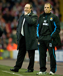 19.04.2010, Anfield, Liverpool, ENG, PL, Liverpool FC vs West Ham United im Bild Liverpool's manager Rafael Benitez and West Ham United's manager Gianfranco Zola, EXPA Pictures © 2010, PhotoCredit: EXPA/ Propaganda/ D. Rawcliffe / SPORTIDA PHOTO AGENCY