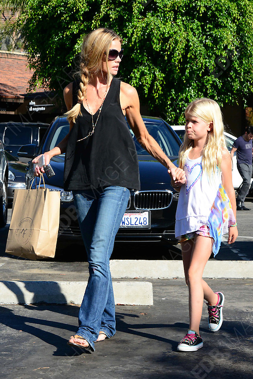 01.OCTOBER.2013. LOS ANGELES<br /> <br /> DENISE RICHARDS AND HER DAUGTER VISIT A PET STORE IN L.A.<br /> <br /> BYLINE: EDBIMAGEARCHIVE.CO.UK<br /> <br /> *THIS IMAGE IS STRICTLY FOR UK NEWSPAPERS AND MAGAZINES ONLY*<br /> *FOR WORLD WIDE SALES AND WEB USE PLEASE CONTACT EDBIMAGEARCHIVE - 0208 954 5968*