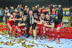 01.06.2013, Olympiastadion, Berlin, GER, DFB Pokal, FC Bayern Muenchen vs VfB Stuttgart, Finale, im Bild Siegesjubel der Mannschaft FC Bayern Muenchen ueber den Gewinn des DFB-Pokals, Schlussjubel, freude, bejubelt, emotionen, feier, jubelnd, jubeln, freuen, applaudieren, Applaus, applaudiert, Emotion, Ehrenrunde // during the DFB Pokal Final Match between FC Bayern Munich and VfB Stuttgart at the Olympiastadium, Berlin, Germany on 2013/06/01. EXPA Pictures © 2013, PhotoCredit: EXPA/ Eibner/ Christian Kolbert<br /> <br /> ***** ATTENTION - OUT OF GER *****