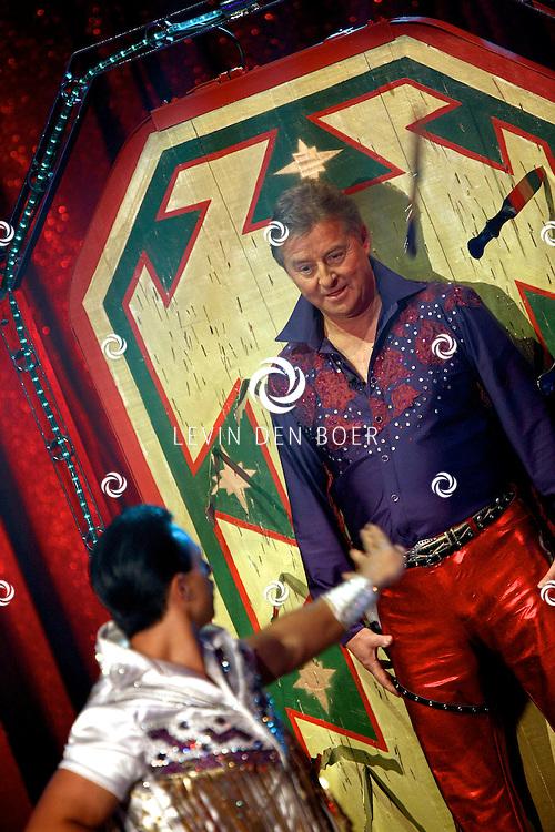 HELMOND - In de tent van Circus Herman Renz werden de opnames van de RTL4 KidsRights KerstSterrenCircus opgenomen. Met op de foto Jan Keizer. FOTO LEVIN DEN BOER / PERSFOTO.NU