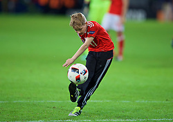 LILLE, FRANCE - Friday, July 1, 2016: The son of Wales' David Edwards on the pitch after the 3-1 victory over Belgium the UEFA Euro 2016 Championship Quarter-Final match at the Stade Pierre Mauroy. (Pic by David Rawcliffe/Propaganda)