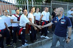 MAURO BERRUTO SALUTA I TIFOSI<br /> NAZIONALE VOLLEY MASCHILE A SAN PATRIGNANO<br /> CORIANO (RN) 30-06-2014<br /> FOTO GALBIATI - RUBIN