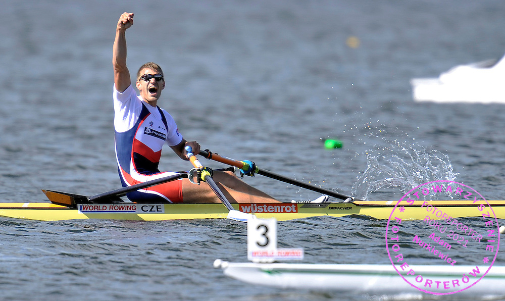 ONDREJ SYNEK (CZECH REPUBLIC) CELEBRATES GOLD MEDAL IN MEN'S SINGLE SCULLS FINAL A DURING REGATTA WORLD ROWING CHAMPIONSHIPS ON KARAPIRO LAKE IN NEW ZEALAND...NEW ZEALAND , KARAPIRO , NOVEMBER 06, 2010..( PHOTO BY ADAM NURKIEWICZ / MEDIASPORT )..PICTURE ALSO AVAIBLE IN RAW OR TIFF FORMAT ON SPECIAL REQUEST.