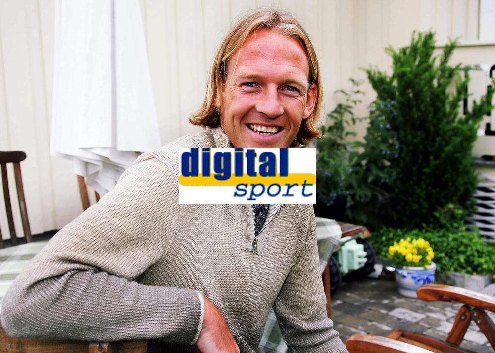TORGEIR BJARMANN TIDLIGERE LILLESTRØM SPILLER<br /> HJEMME PRIVAT I RÆLINGEN 22. JUNI 2004<br /> FOTOGRAF KURT PEDERSEN DIGITALSPORT