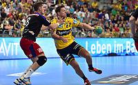 Håndball<br /> Tyskland<br /> 31.08.2014<br /> Foto: imago/Digitalsport<br /> NORWAY ONLY<br /> <br /> Handball-Bundesliga, 31.08.2014, Rhein Neckar Löwen vs. HC Erlangen<br /> Sebastian Preiß (8, HC Erlangen ) Harald Reinkind (27, Rhein Neckar Löwen )