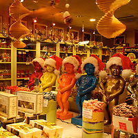Even Mannekin-Pis, the symbol of Bruxelles, gets into the Christmas season - it's all about the merchandising!