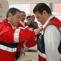 Ecatepec, Mex.- Daniel Goñi Diaz (izq), Presidente del Consejo Nacional de Directores de Cruz Roja Mexicana, tomo protesta a Juan Antonio Ledezma Garfias como Presidente del Consejo de la Institucion en Ecatepec. Agencia MVT / Diego Flores. (DIGITAL)<br /> <br /> <br /> <br /> <br /> <br /> <br /> <br /> NO ARCHIVAR - NO ARCHIVE