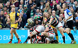 Sam Harrison of Leicester Tigers passes the ball - Mandatory by-line: Robbie Stephenson/JMP - 08/10/2016 - RUGBY - Welford Road Stadium - Leicester, England - Leicester Tigers v Worcester Warriors - Aviva Premiership