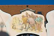 Wandgemälde auf Giebel, Theresienstraße, Fußgängerzone, Altstadt, Ingolstadt, Bayern, Deutschland | wall painting, Theresien Street, pedestrian mall, old town, Ingolstadt, Bavaria, Germany