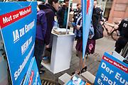 Frankfurt am Main | 26 Apr 2014<br /> <br /> Am Samstag (26.04.2014) veranstalten Aktivisten der rechtspopulistischen AfD (Alternative f&uuml;r Deutschland) auf der Leipziger Stra&szlig;e in Frankfurt-Bockenheim einen Infostand, sie versuchen, Infomaterial und Flugbl&auml;tter an Passanten zu verteilen, um f&uuml;r die Partei im laufenden Europawahlkampf zu werben.<br /> Die AfD-Wahlk&auml;mpfer werden durchgehend von etwa 50 linksradikalen Aktivisten gest&ouml;rt und behindert.<br /> hier: Der kleine Infostand der AfD-Aktivisten findet auf dem Gehsteig nur wenig Platz. <br /> <br /> &copy;peter-juelich.com<br /> <br /> [No Model Release | No Property Release]