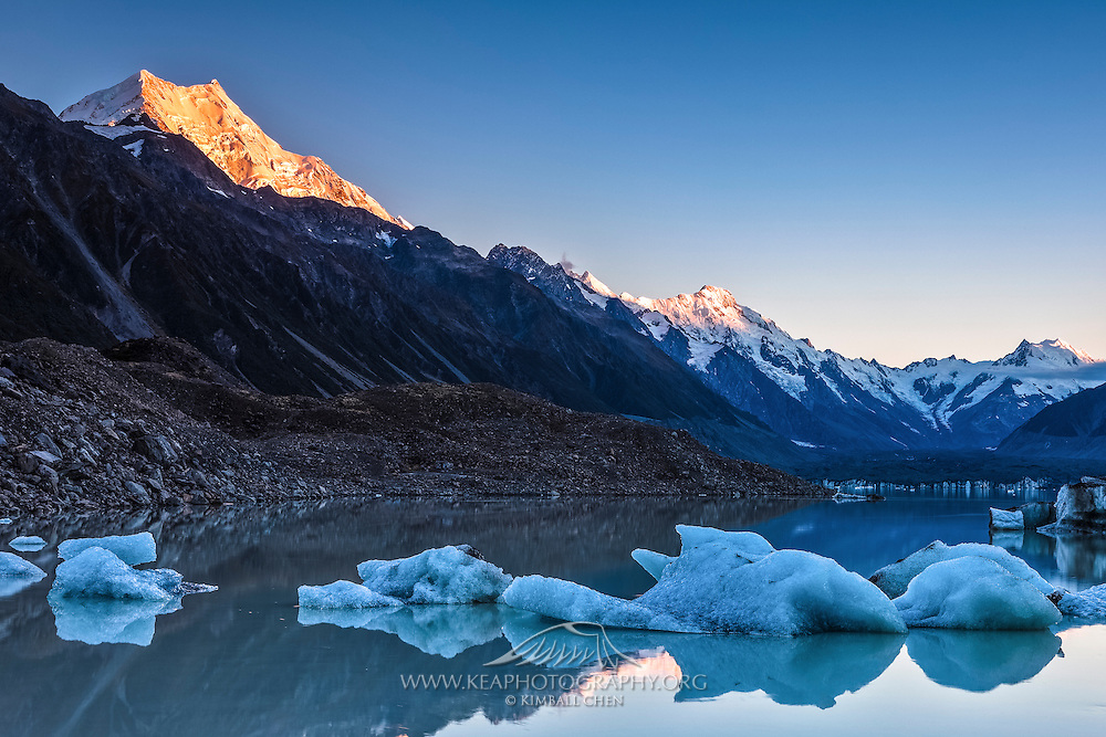 Mount Cook illuminated by the rising sun, Tasman Glacier Lake, New Zealand