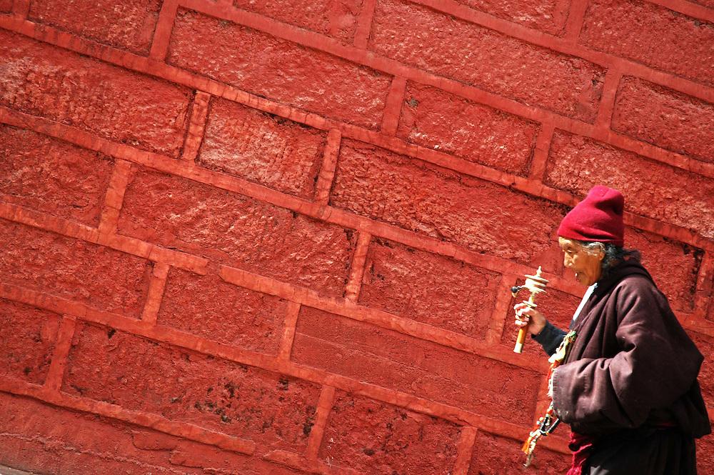 A worshipper circling the Bakong Monastery, Dege - March 20, 2008 - Michael Benanav - 505-579-4046