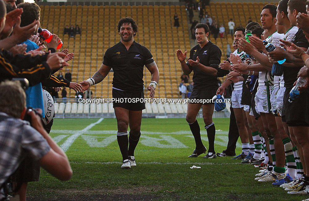 Ruben Wiki is clapped off after the match.<br /> Rugby League - All Golds v New Zealand Maori at Yarrow Stadium, New Plymouth. Sunday, 12 October 2008. Photo: Dave Lintott/PHOTOSPORT