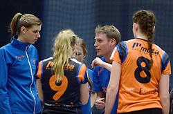11-01-2014 VOLLEYBAL: TALENTTEAM - SV DYNAMO APELDOORN: ARNHEM<br /> Talentteam verslaan Dynamo met 3-1 / Trainer-coach Matt van Wezel<br /> ©2014-FotoHoogendoorn.nl