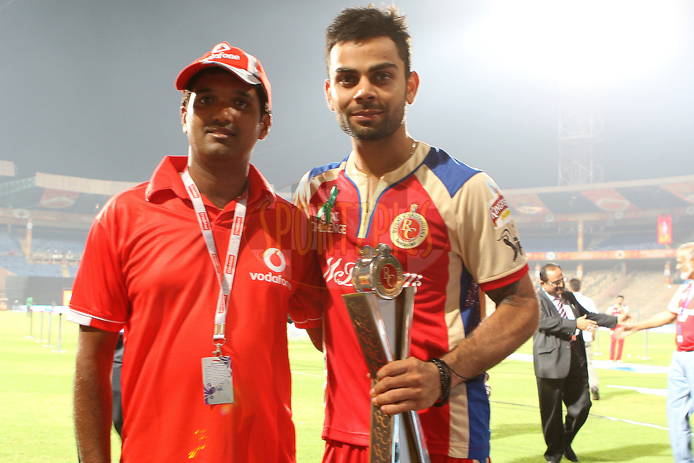 Virat Kohli poses with the 2nd Vodafone Superfan during match 21 of the Pepsi Indian Premier League between The Royal Challengers Bangalore and The Delhi Daredevils held at the M. Chinnaswamy Stadium, Bengaluru  on the 16th April 2013..Photo by Ron Gaunt-IPL-SPORTZPICS ...Use of this image is subject to the terms and conditions as outlined by the BCCI. These terms can be found by following this link:..http://www.sportzpics.co.za/image/I0000SoRagM2cIEc