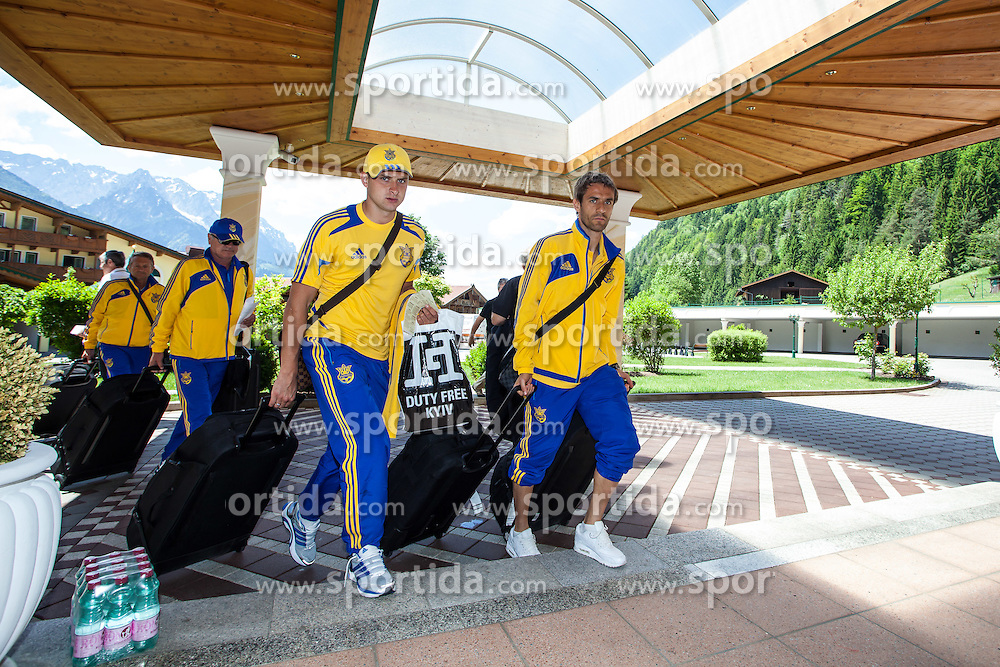 25.05.2012, Hotel Seeresidenz, Walchsee, AUT, UEFA EURO 2012, Trainingscamp, Ukraine, Training, im Bild Yaroslav Rakitskiy und Marko Devic // during the arrival at the Hotel Seeresidenz of Ukraine National Footballteam for preparation UEFA EURO 2012 at Hotel Seeresidenz, Walchsee, Austria on 2012/05/25. EXPA Pictures © 2012, PhotoCredit: EXPA/ Juergen Feichter