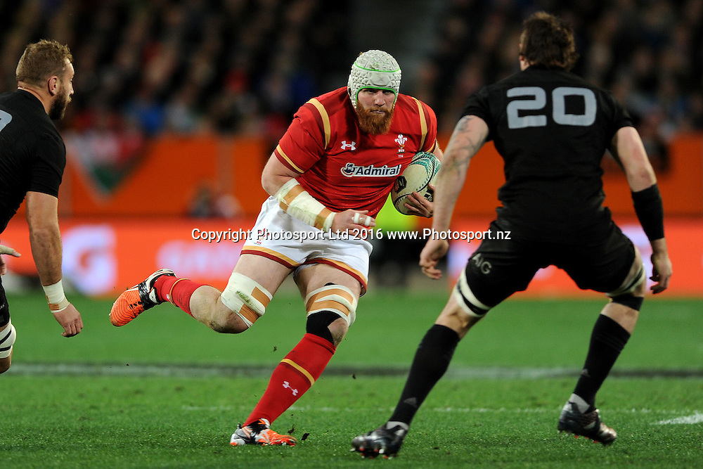 Jake Ball of Wales looks for a gap in the defence during the International Test match between the New Zealand All Blacks and Wales at Forsyth Barr Stadium on June 25, 2016 in Dunedin, New Zealand. Credit: Joe Allison / www.Photosport.nz