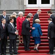 Nederland, Den Haag , 22-02-2007 Het nieuwe kabinet Balkenende IV poseert, na de beediging door koningin Beatrix, op het bordes van paleis Huis ten Bosch in Den Haag. Ontmoetingen en onderonsjes tussen de nieuwe bewindslieden voor- na en tijdens de bordesscene. FOTO: Gerard Til/Hollandse Hoogte