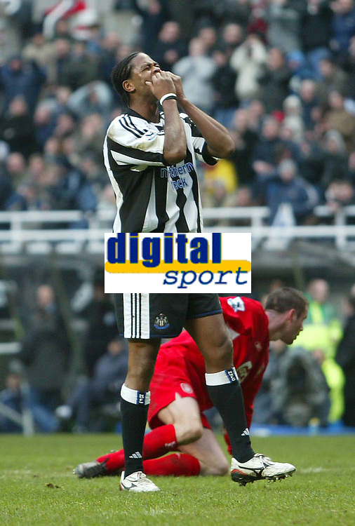 Photo. Andrew Unwin, Digitalsport<br /> Newcastle United v Liverpool, Barclays Premiership, St James' Park, Newcastle upon Tyne 05/03/2005.<br /> Newcastle's Patrick Kluivert (C) rues a missed opportunity to score his team's second goal only minutes after coming on as a substitute.