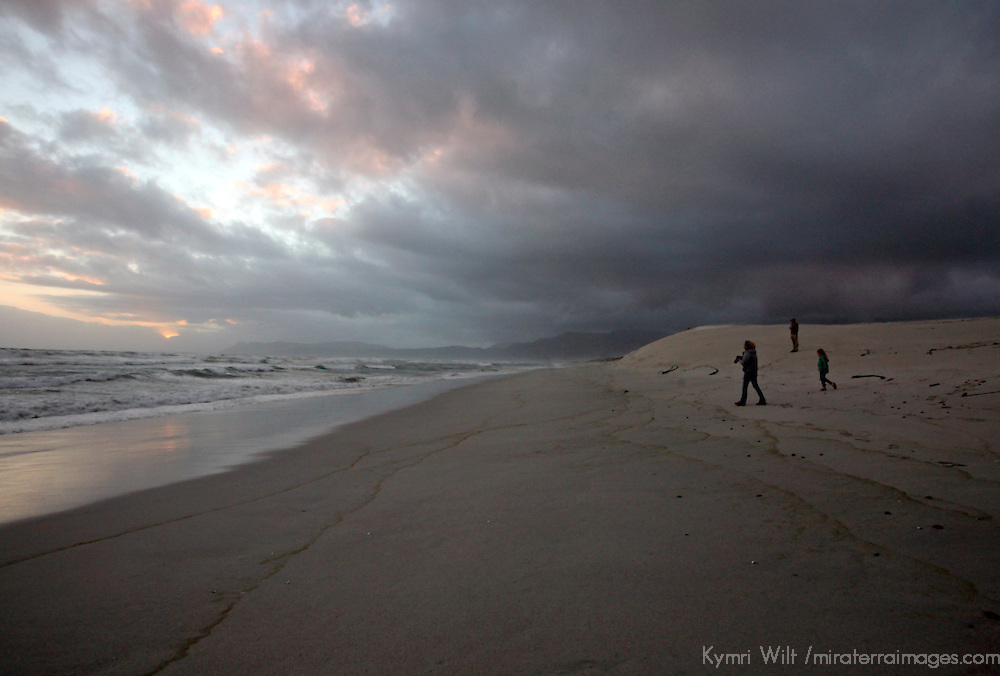 "South Africa, Cape Overberg, Walker Bay. Land-based whale watching at Walker Bay Beach ""Die Plaat"" near Stanford on the Hermanus Lagoon."