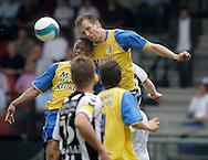 15-05-2008 Voetbal:RKC Waalwijk:ADO Den Haag:Waalwijk<br /> Dustley Mulder maakt het zijn collega moeilijk bij het kopduel<br /> Foto: Geert van Erven